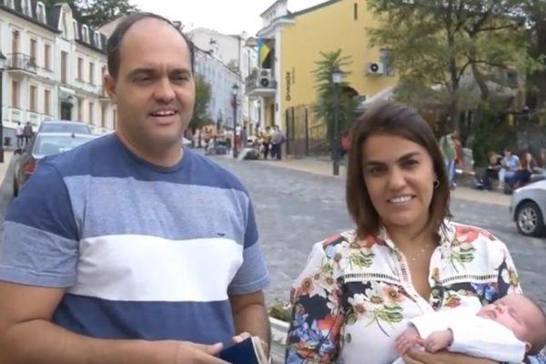 14/11/2017 – Cuplul brazilian a primit pașaportul pentru copilul lor