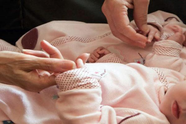 Maternitatea surogat în Ucraina: furia părinților care sunt împiedicați să vină după copiii lor