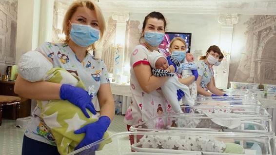 Tabloidul Daily Mail din Marea Britanie relatează despre situația bebelușilor blocați în hotelul nostru din Kyiv