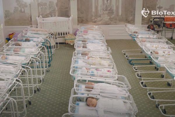 Criza I-A Lăsat Temporar Orfani Pe Copiii Născuți Din Mame Purtătoare