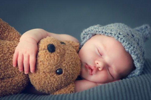 Bebeluşi născuţi de mame surogat din Ucraina nu pot fi luaţi de părinţii străini din cauza restricţiilor de călătorie legate de coronavirus